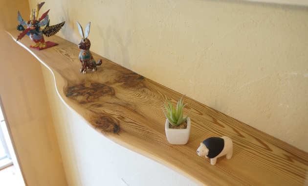 吉野杉(耳付き)の壁付け棚造り付け家具