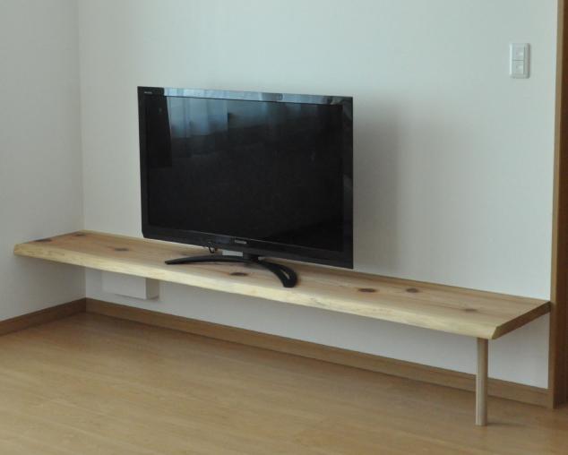 吉野杉(耳付き)の壁付けTVボード造り付け家具